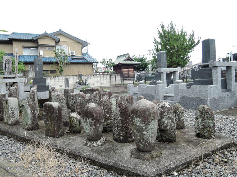 弘誓寺跡|墓地