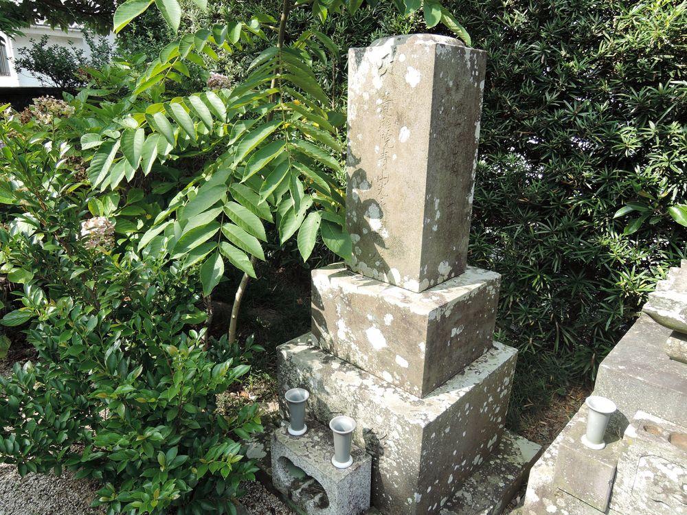 寺子師匠の墓石