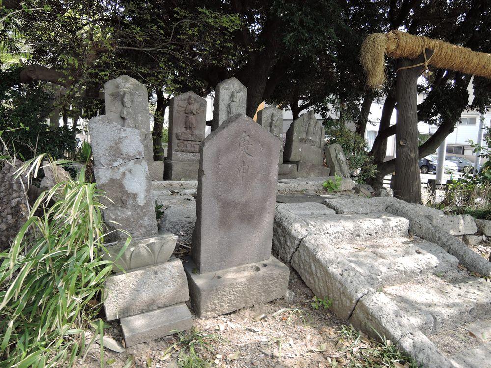 二基の文字庚申塔