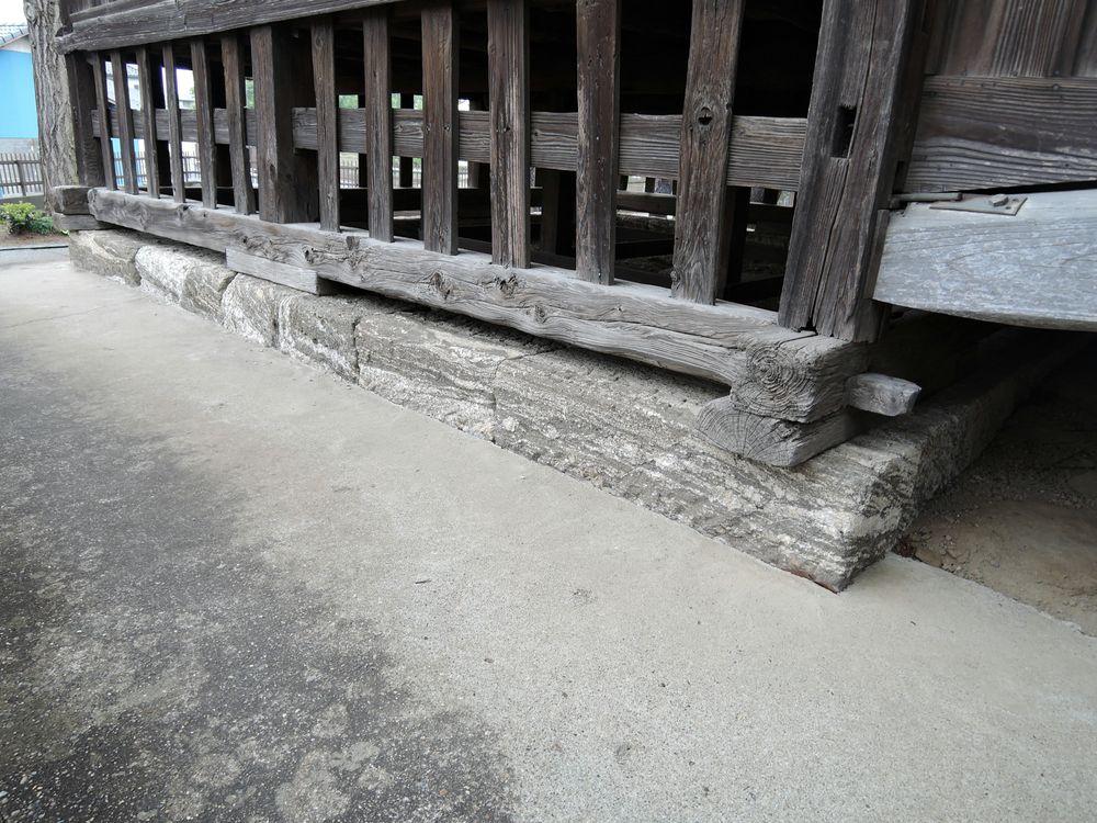 基壇|伊豆石