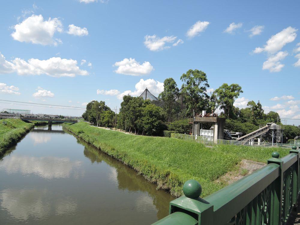 定使野橋から新方川の上流を望む