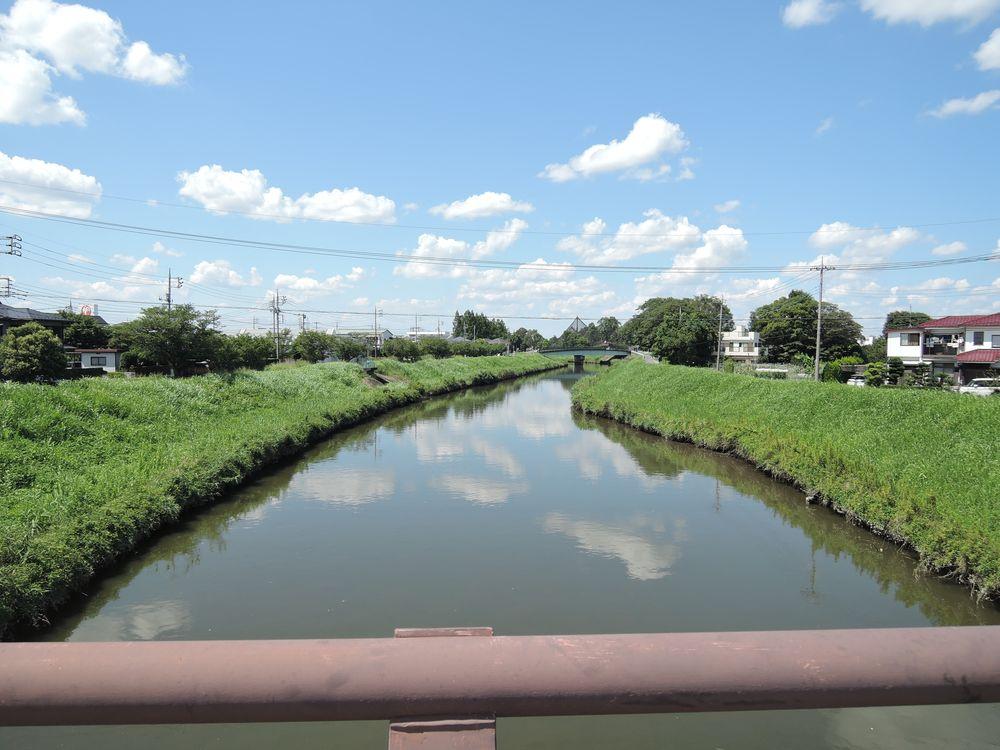 宮野橋から新方川の上流を望む